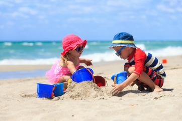 5 plażowych zabaw, które nigdy się nie znudzą
