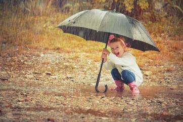 4 pomysły na zabawy w deszczowe letnie dni
